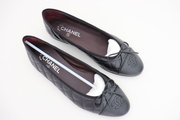 Chanel Black Quilted Cap Toe Ballet Flats