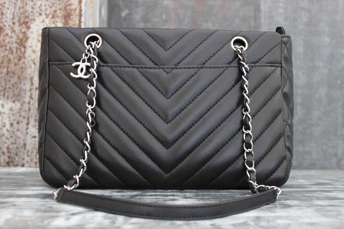 b6123eef7ebe Chanel Black Lambskin Surpique Chevron Shoulder Bag. Tap to expand