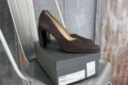 Gucci Dark Brown Suede Classic 'Old School' Pumps 8