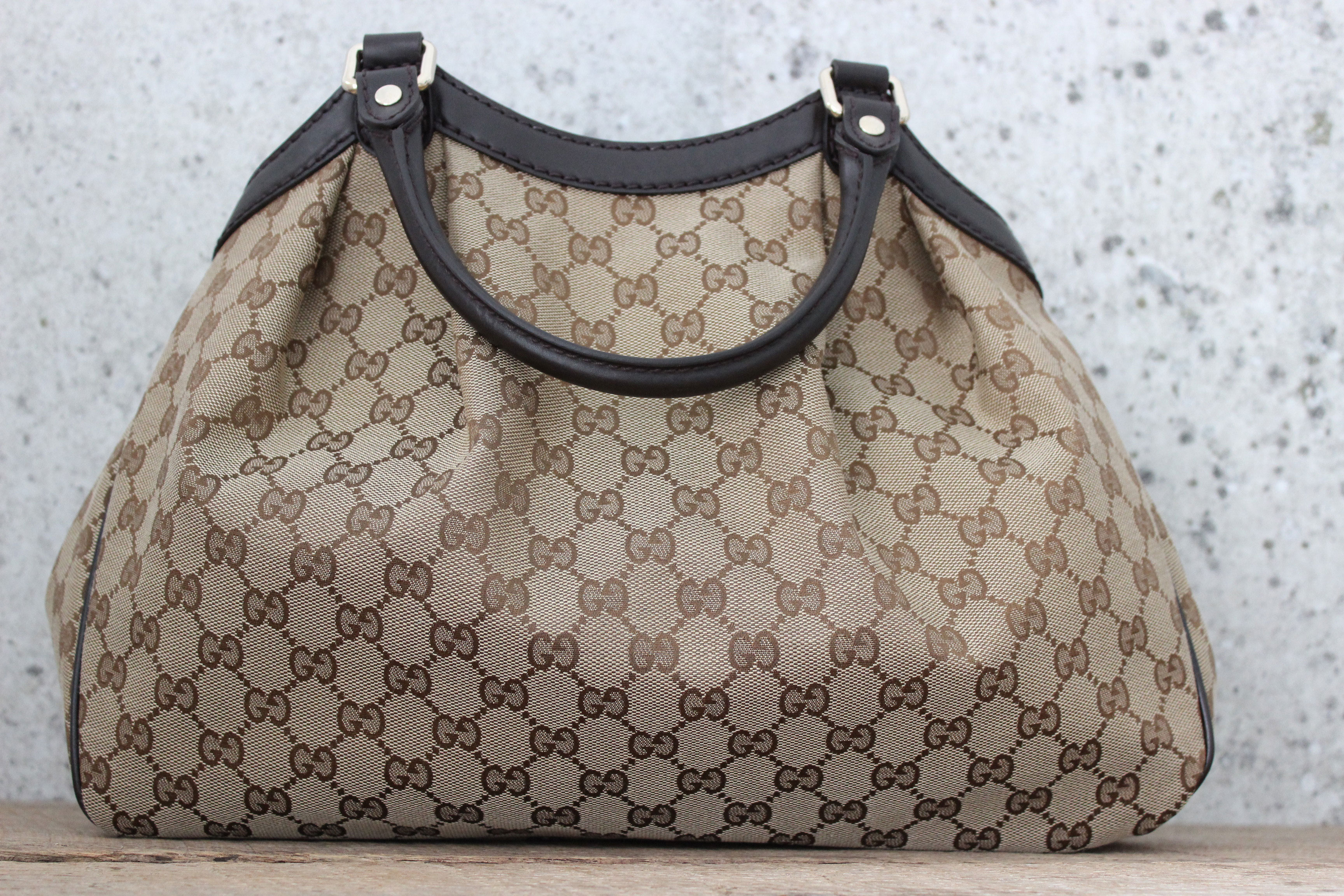 Gucci Sukey Medium Gg Canvas Tote Touch To Zoom