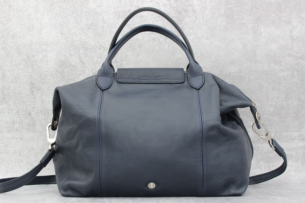 longchamp le pliage cuir navy blue leather bag at jill u0026 39 s consignment