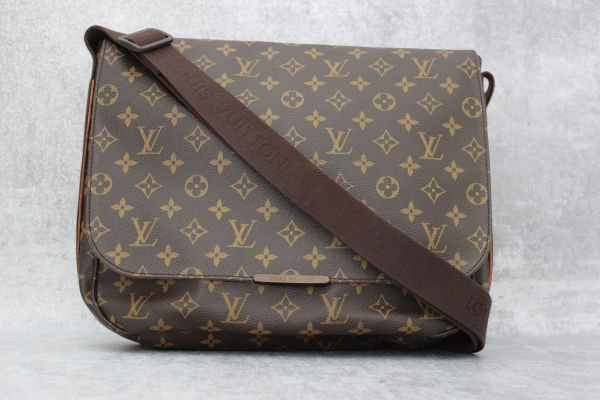 Louis Vuitton Monogram Canvas Beaubourg MM Messenger