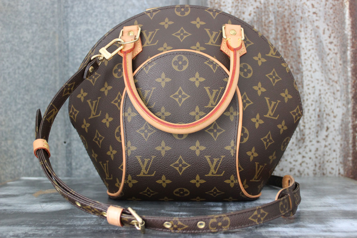 Louis Vuitton Monogram Canvas ELLIPSE PM. Tap to expand d6c232f083b3f
