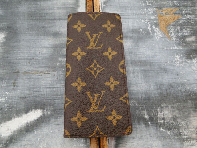 louis vuitton etui a lunettes simple eyeglass case. Black Bedroom Furniture Sets. Home Design Ideas