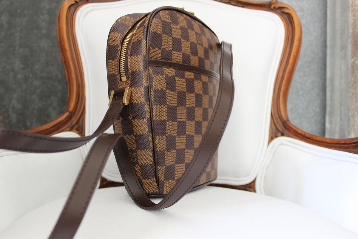 14a2cefef898 Louis Vuitton Damier Ebene IPANEMA PM Crossbody Bag. Tap to expand