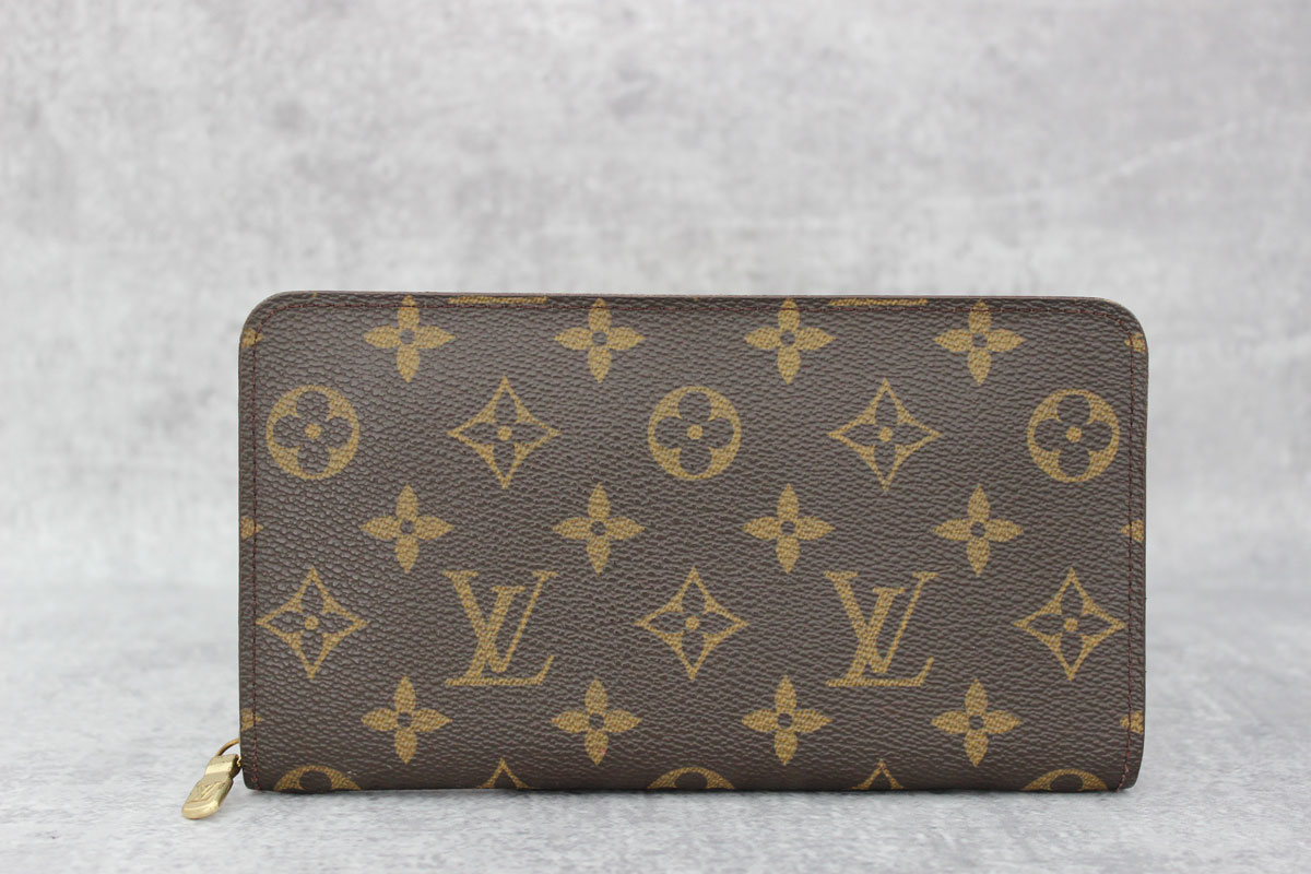 louis vuitton monogram porte monnaie zippe zippered wallet at jill 39 s consignment. Black Bedroom Furniture Sets. Home Design Ideas