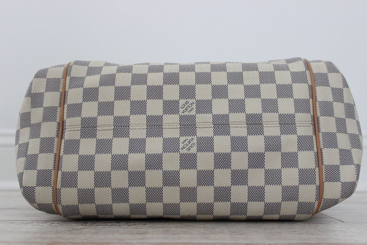 4ca2cb652957 Louis Vuitton Damier Azur TOTALLY MM. Tap to expand