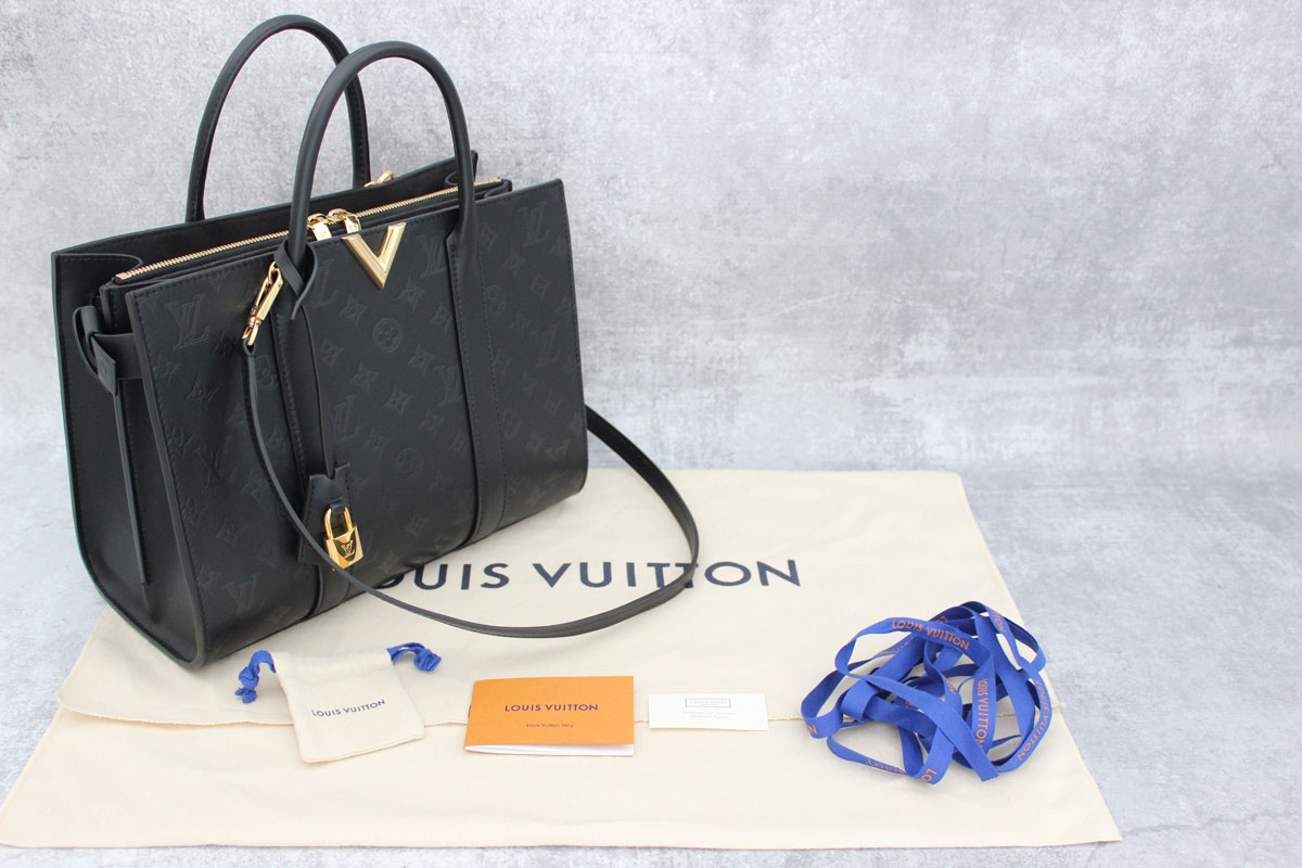 0fa908cfe199 Louis Vuitton Cuir Plume Very Tote MM Noir at Jill s Consignment