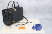 Louis Vuitton Cuir Plume Very Tote MM Noir